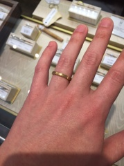 【JEWELRY  KAMATA(ジュエリーかまた)の口コミ】 ツブツブの模様が入ったクラシカルな指輪。相手がゴールドが良いとの事だっ…