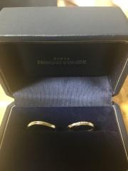 【銀座ダイヤモンドシライシの口コミ】 手の形を見て合う指輪を提案してくださりました。とても丁寧な接客で、笑顔…