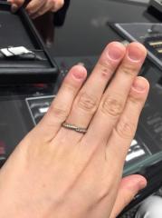 【銀座ダイヤモンドシライシの口コミ】 ストレートのエタニティータイプの指輪を探していました。 でも一味お洒落…
