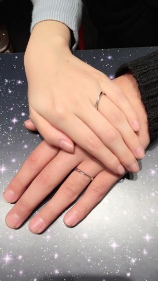【銀座ダイヤモンドシライシの口コミ】 細身のリングで派手すぎず地味すぎないデザインを探していて、ゼクシィの…