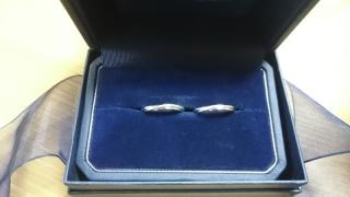 【銀座ダイヤモンドシライシの口コミ】 婚約指輪はティファーに購入したのですが、結婚指輪はティファニーと迷って…