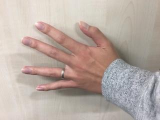 【JEWELRY  KAMATA(ジュエリーかまた)の口コミ】 シンプルながら指がきれいに見えるところと、フルオーダーでお互いのこだわ…