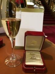 【カルティエ(Cartier)の口コミ】 婚約指輪が派手めなタイプだったこと、またずっと使えるシンプルなものがい…