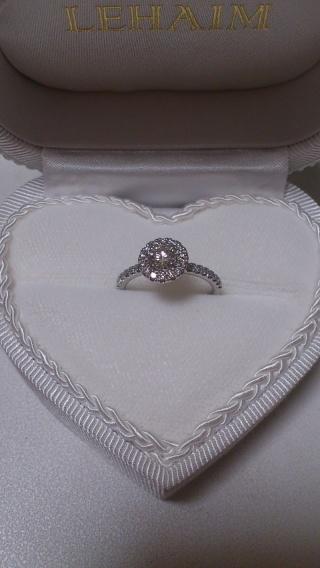 【LEHAIM(レハイム)の口コミ】 センターダイヤモンドが大きく見えて、回りのメレダイヤがとても華やかで…