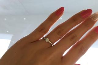 【トリニティ(Trinity)の口コミ】 とにかくキラキラした婚約指輪が欲しくて探していました。 できるだけ着け…