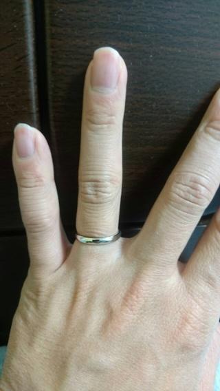 【銀座ダイヤモンドシライシの口コミ】 指輪のデザインが、シンプルかつ品があり、重厚な感じが決め手でした。 価…