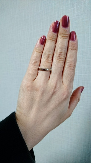【FIRST DIAMOND(ファーストダイヤモンド)の口コミ】 私も主人もシンプルでいつまでも付けていられるような指輪、でも人とはあま…