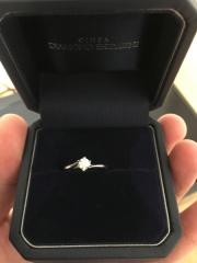 【銀座ダイヤモンドシライシの口コミ】 ダイヤモンドの輝きと質の良さがよかったです。結婚指輪と一緒に購入させ…