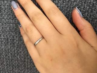 【ラザール ダイヤモンド(LAZARE DIAMOND)の口コミ】 シンプルですがダイヤモンドが5粒入っており、日常でもその輝きをいつも見…