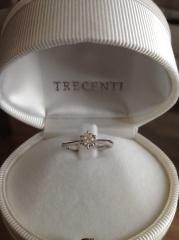 【TRECENTI(トレセンテ)の口コミ】 いろいろなお店で様々なデザインの指輪を試着しましたが、結婚指輪と重ねづ…