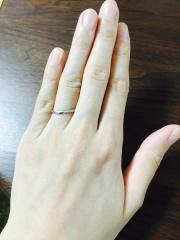 【俄(にわか)の口コミ】 シンプルなデザインの中にもダイヤモンドがさりげなく入っており、上品な…