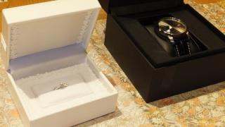 【日本ダイヤモンド貿易の口コミ】 0.3カラット以上のメインのダイヤモンドの左右に、パヴェダイヤがついた…