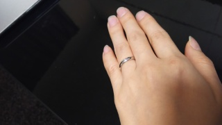 【ハリー・ウィンストン(Harry Winston)の口コミ】 日頃からつけていたいので、婚約指輪っぽい大きな石がついているのはやめて…