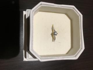 【4℃(ヨンドシー)の口コミ】 結婚指輪と重ね付けができ、デザインがシンプルで飽きが来ないのが良かっ…