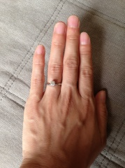 【VERITE(ベリテ)の口コミ】 婚約指輪の、ザ定番のようなオーソドックスな指輪をさがしていたので、オ…