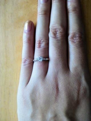 【ギンザタナカブライダル(GINZA TANAKA BRIDAL)の口コミ】 ダイヤを留める金具が5爪のものを選びました。お花か星のように見えて、…