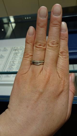 【銀座ダイヤモンドシライシの口コミ】 指輪のつけ心地が良かったのが、一番の決めてです。 サイズダウンしました…