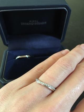【銀座ダイヤモンドシライシの口コミ】 プリューム V字はダイヤが流れるように13個ついています。 当然、ひっ…