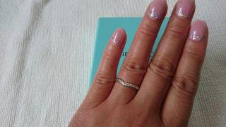 【ティファニー(Tiffany & Co.)の口コミ】 よくある一般的な結婚指輪に比べて細めなので、指にはめた時に違和感がな…