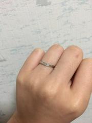 【銀座ダイヤモンドシライシの口コミ】 ざっくりと欲しいデザインが元々あり、 店舗に行って自分の指にはめたら、…