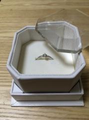 【4℃(ヨンドシー)の口コミ】 一粒のダイヤよりも周りに散りばめられたデザインが好みだったので、そこ…