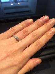 【エクセルコダイヤモンド(EXELCO DIAMOND)の口コミ】 セットリングを選んだわけではないのですが、デザインに統一感があるものを…