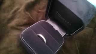 【ティファニー(Tiffany & Co.)の口コミ】 ダイヤモンド等がついていないシンプルな結婚指輪が欲しく、まずは定番のT…