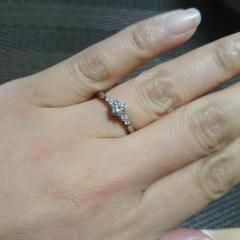 【エクセルコダイヤモンド(EXELCO DIAMOND)の口コミ】 エクセルコのダイヤの輝きが他ブランドに比べてとても美しかった。ダイヤに…