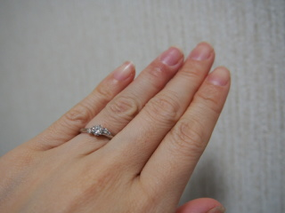 【銀座ダイヤモンドシライシの口コミ】 ウェーブラインが指を長くきれいに見せてくれ、非対称のダイヤもおしゃれで…