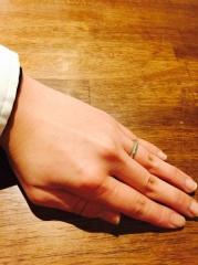 【ティファニー(Tiffany & Co.)の口コミ】 シンプルながらもデザイン製のあることで この指輪に決めました。 ひっか…