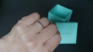 【ティファニー(Tiffany & Co.)の口コミ】 男がつけても嫌味ないシンプルなデザインであること、生涯つけるものなの…