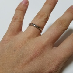 【JEWELRY  KAMATA(ジュエリーかまた)の口コミ】 自分が結婚指輪を選ぶポイントとしては、仕事中でもプライベートでも身に付…