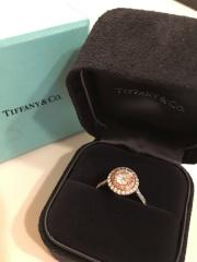 【ティファニー(Tiffany & Co.)の口コミ】 初めはシンプルな一粒ダイヤのものを探していたものの、実際に試着してしっ…