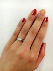 【ROYAL ASSCHER(ロイヤル・アッシャー)の口コミ】 指を覆うぐらい贅沢にダイヤモンドがセッティングされている華やかな印象が…