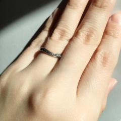 【Mariage(マリアージュ)の口コミ】 色々な指輪を試着したのですが、ラインが綺麗なのと、元のデザインに加えて…