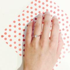 【アトリエミラネーゼの口コミ】 婚約指輪は彼が好きなものを選んで良いよと言ってくれたので好きなデザイン…