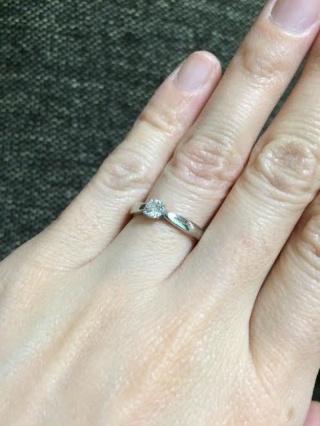 【ティファニー(Tiffany & Co.)の口コミ】 シンプルなデザインの婚約指輪を探していました。 箱を開けた瞬間にダイヤ…