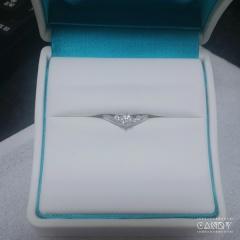 【銀座ダイヤモンドシライシの口コミ】 大きなダイヤが一粒、小さなダイヤが周りにちりばめられているデザインが…