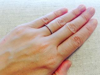 【AHKAH(アーカー)の口コミ】 華奢でシンプルなデザインながら、ダイヤの輝きが上品かつ  華やかで存在…