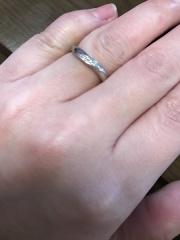 【銀座ダイヤモンドシライシの口コミ】 指が華奢に見えるものを探していました。 こちらの店舗で数日に渡りたくさ…