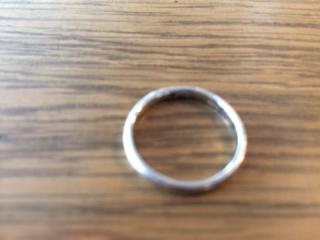 【銀座ダイヤモンドシライシの口コミ】 店員の方がとても親切で、色々な指輪をご紹介頂きました。その中で、シンプ…