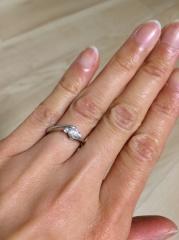 【ギンザタナカブライダル(GINZA TANAKA BRIDAL)の口コミ】 せっかくの婚約指輪なので石のランクの妥協はしたくなく、さらに中央の石を…