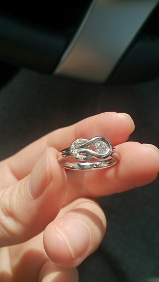 【フォーエバーマーク(FOREVERMARK)の口コミ】 指輪の決め手は指輪の形とその意味に魅力を感じたからです。エンコルディ…