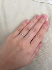 【銀座ダイヤモンドシライシの口コミ】 細身の指輪でダイヤが横に沢山並んでいる指輪を探していたが、他のお店のも…