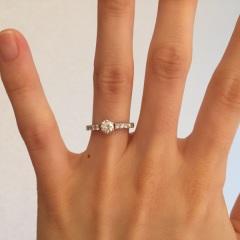 【フォーエバーマーク(FOREVERMARK)の口コミ】 ダイヤと指輪自体のデザインを別々に選ぶことができた点が魅力でした。価…