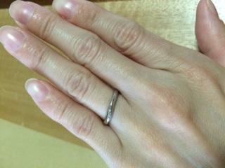 【銀座ダイヤモンドシライシの口コミ】 華奢な指輪が欲しく、こちらは細めで緩やかなカーブをしているので指によ…