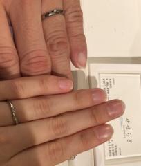 【俄(にわか)の口コミ】 華奢で細身で、嫁の指に似合ってました。 他人からダイヤが見えやすいのは…