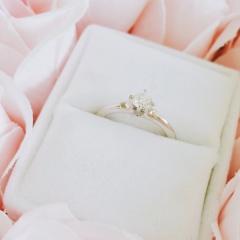 【ブルーリバー(BLUERIVER)の口コミ】 カチカチなデザインの指輪も検討しましたが少し可愛らしさも欲しいと思っ…