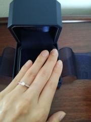 【銀座ダイヤモンドシライシの口コミ】 シンプルな結婚指輪と重ね付けしたかったので、婚約指輪は少し華やかにした…