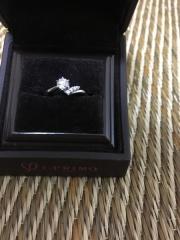 【アイプリモ(I-PRIMO)の口コミ】 はじめはシンプルな婚約指輪を探していましたが、店員さんに色々なタイプ…
